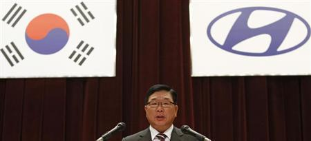 Hyundai Motor's Vice Chairman Kim Eok-jo presides over the annual general meeting of the automaker in Seoul March 16, 2012. REUTERS/Kim Hong-Ji