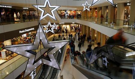 People walk through a shopping mall in the western Austrian city of Innsbruck December 20, 2012. REUTERS/Dominic Ebenbichler