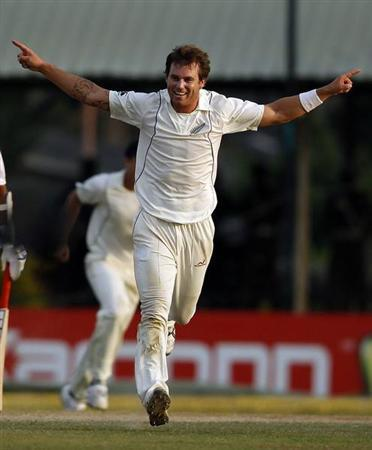New Zealand's Doug Bracewell celebrates taking the wicket of Sri Lanka's Mahela Jayawardene during the fourth day of second and final test cricket match in Colombo, November 28, 2012. REUTERS/Dinuka Liyanawatte