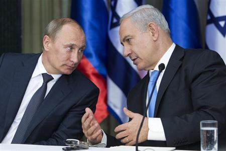 Russian President Vladimir Putin (L) listens to Israel's Prime Minister Benjamin Netanyahu as they speak after delivering their joint statements following their meeting in Jerusalem June 25, 2012. REUTERS/Jim Hollander/Pool