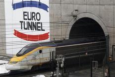 Eurotunnel a annoncé jeudi prévoir une légère croissance de son chiffre d'affaires en 2013, en l'absence de récession majeure en Europe, après avoir connu une année 2012 record dopée par les Jeux olympiques de Londres. /Photo d'archives/REUTERS/Pascal Rossignol