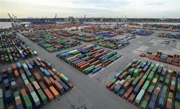 """Containers are seen at the container terminal """"Burchardkai"""" of the Hamburger Hafen und Logistik AG (HHLA) in the harbour of Hamburg October 17, 2012. REUTERS/Fabian Bimmer"""