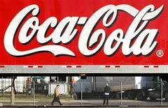 Coca-Cola va supprimer 750 postes aux Etats-Unis, soit environ 1% de ses effectifs en Amérique du Nord. /Photo d'archives/REUTERS/Kevin Lamarque