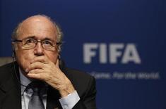 """Presidente da FIFA Joseph Blatter em coletiva de imprensa na sede da FIFA em Zurique. Dois dias depois ele disse que não vai disputar uma quinta reeleição quando seu atual mandato terminar em 2015, desde que haja um candidato para substituí-lo que ele considere comprometido em continuar o trabalho de """"globalizar"""" futebol. 19/03/2013. REUTERS/Michael Buholzer"""