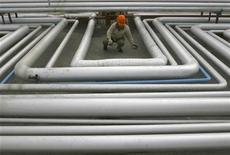 Les cours du pétrole ont terminé en net recul jeudi sur le marché new-yorkais Nymex, la crise chypriote ravivant les craintes d'un ralentissement de la demande en Europe. /Photo d'archives/REUTERS