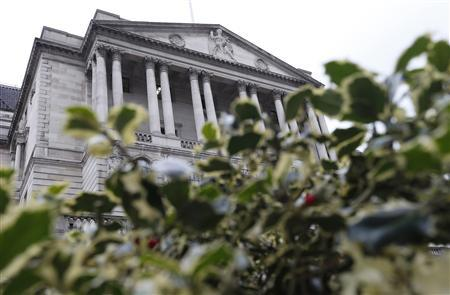 The Bank of England is seen behind holly bushes in the City of London March 15, 2013. REUTERS/Suzanne Plunkett