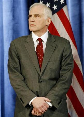 Dan Tarullo listens during a news conference where he was introduced by U.S. President-elect Barack Obama, to lead the Federal Reserve Board of Governors, in Chicago December 18, 2008. REUTERS/Jeff Haynes