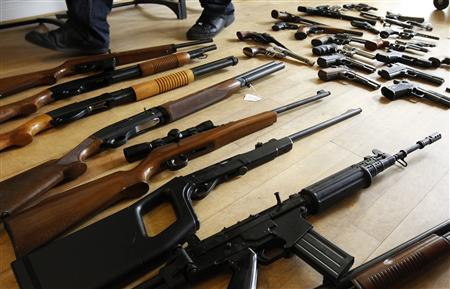 Firearms seized from a gang of weapon smugglers are displayed at the Federal Police headquarters in Brussels May 12, 2011. REUTERS/Thierry Roge