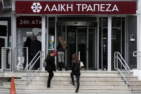 3月25日、ユーロ圏財務相会合、国際通貨基金、キプロス政府は、キプロス支援策の一環として、国内大手行の閉鎖・再編で合意した。ニコシアで19日撮影(2013年 ロイター/Yorgos Karahalis)