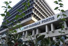 BNP Paribas Fortis, la division belge du groupe bancaire français, fermera 150 agences sur les 936 que compte son réseau d'ici à trois ans dans l'espoir de réduire ses coûts de 300 millions d'euros. /Photo d'archives/REUTERS/Thierry Roge