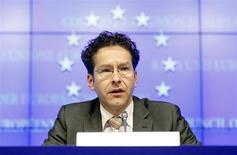 Президент Еврогруппы Йерон Дайсселблум на пресс-конференции после встречи Еврогруппы в Брюсселе 25 марта 2013 года. Программа спасения Кипра, согласованная в понедельник, представляет собой новую модель решения банковских проблем еврозоны, и другим странам, возможно, придется реструктурировать свои банковские сектора, сказал глава Еврогруппы. REUTERS/Sebastien Pirlet