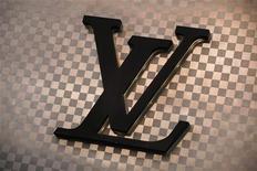 Louis Vuitton, la marque phare du groupe LVMH, a procédé à des hausses de prix massives depuis le début de l'année sur ses sacs de toile enduite et dans la plupart de ses grands marchés, selon les analystes de HSBC. /Photo d'archives/REUTERS