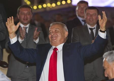 Uzbekistan's President Islam Karimov dances during an Independence Day celebration in Tashkent August 31, 2012. REUTERS/Shamil Zhumatov