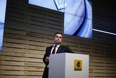 Carlos Ghosn, le PDG de Renault et Nissan. La marque au losange est à suivre à la Bourse de Paris, le PDG ayant déclaré mercredi qu'il pensait que Nissan devrait atteindre d'ici la fin de 2016 l'objectif d'une part de marché de 10% aux Etats-Unis. /Photo prise le 14 mars 2013/REUTERS/Rafael Marchante
