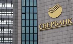 Центральный офис Сбербанка в Москве 18 марта 2013 года. Крупнейший госбанк РФ Сбербанк увеличил чистую прибыль, рассчитанную по международным стандартам, в четвертом квартале 2012 года на 41,6 процента до 85,1 миллиарда рублей в годовом выражении, сообщил банк. REUTERS/Sergei Karpukhin