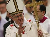 Pope Francis waves at the end of the Chrismal mass in Saint Peter's basilica at the Vatican March 28, 2013. REUTERS/Alessandro Bianchi