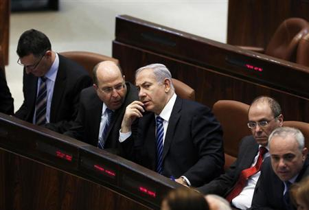 Israel's Prime Minister Benjamin Netanyahu (3rd L) and Defence Minister Moshe Yaalon (2nd L) speak during the swearing-in ceremony, at the Knesset, the Israeli Parliament, in Jerusalem March 18, 2013. REUTERS/Baz Ratner