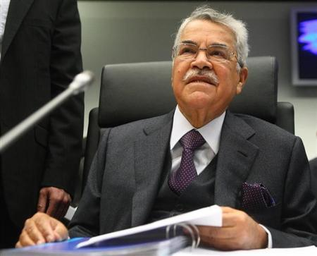 Saudi Arabian Oil Minister Ali al-Naimi listens to journalist during an OPEC meeting in Vienna December 12, 2012. REUTERS/Heinz-Peter Bader