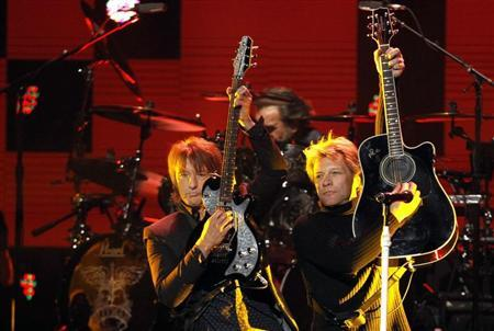 Richie Sambora (L) and Jon Bon Jovi perform during the ''12-12-12'' benefit concert for victims of Superstorm Sandy at Madison Square Garden in New York December 12, 2012. REUTERS/Lucas Jackson