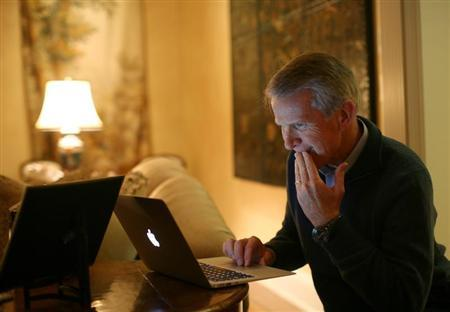 Hewlett Packard executive chairman and Kleiner Perkins managing partner Ray Lane works on his computer at his home in Atherton, California November 11, 2011. REUTERS/Robert Galbraith