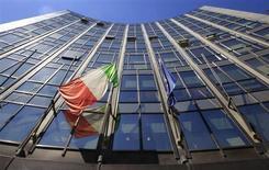 Le siège de Finmeccanica à Rome. Le groupe de défense et d'aéronautique italien prévoit de fermer 25 usines en Italie et en Grande-Bretagne de sa filiale d'électronique de défense Selex ES, ce qui se traduira par la suppression de plus de 2.500 postes. /Photo d'archives/REUTERS/Max Rossi