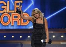 """Miranda Lambert accepts the single record of the year award for """"Over You"""" during the 48th ACM Awards in Las Vegas April 7, 2013. REUTERS/Mario Anzuoni"""