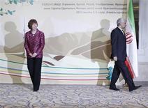 Глава иранской на переговорах о ядерной программе Саид Джалили и комиссар ЕС по внешней политике Кэтрин Эштон расходятся перед началом обсуждений в Алма-Ате 5 апреля 2013 года. Ведущие мировые державы и Иран не смогли вывести из тупика продолжающуюся почти десятилетие дискуссию о ядерной программе Тегерана, противостояние вокруг которой чревато новой войной на Ближнем Востоке. REUTERS/Shamil Zhumatov