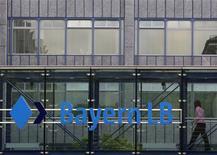 Un consortium emmené par le groupe immobilier allemand Patrizia a remporté pour 2,45 milliards d'euros, dette comprise, les enchères pour la reprise de GBW, filiale spécialisée de la banque publique BayernLB. /Photo d'archives/REUTERS/Michaela Rehle