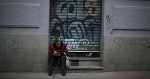 Boutique fermée dans une rue de Madrid. Le nombre des défaillances d'entreprise en Espagne a atteint un niveau sans précédent au premier trimestre, conséquence de la raréfaction du crédit bancaire et de la faiblesse de la demande. /Photo prise le 30 mars 2013/REUTERS/Javier Barbancho