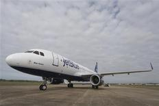 A JetBlue Airbus A320 air plane is pictured on the tarmac at a ground breaking ceremony for the first Airbus U.S. assembly plant in Mobile, Alabama April 8, 2013. REUTERS/Lyle Ratliff