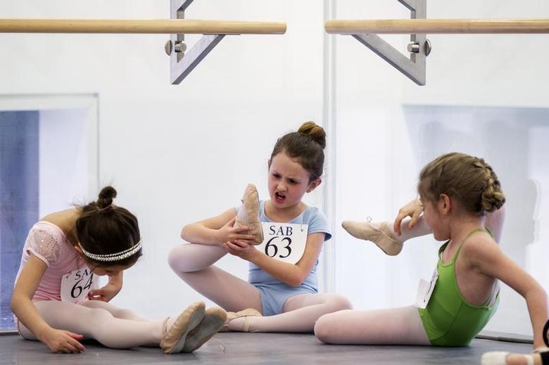 Tiny dancers | Reuters com