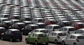 Le marché automobile indien s'est contracté de 6,7% sur l'exercice annuel clos fin mars, sa première baisse depuis dix ans, selon des données publiées mercredi par l'association des constructeurs automobiles locaux. /Photo d'archives/REUTERS/Babu