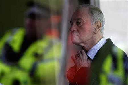 Rangers' chief executive Charles Green adjusts his tie before watching their Scottish Cup match against Dundee United at Tannadice stadium in Dundee, Scotland February 2, 2013. REUTERS/David Moir