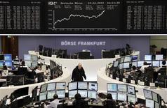 Les Bourses européennes ont clôturé mercredi en forte hausse, dopées essentiellement par l'annonce d'une progression plus forte que prévu des importations chinoises qui témoigne de la vigueur de la demande intérieure en Chine. Paris a gagné 1,99%, Londres a pris 1,17% et Francfort 2,27%. /Photo prise le 10 avril 2013/REUTERS/Remote/Lizza David