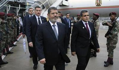 Egypt's Mursi drops complaints against journalists