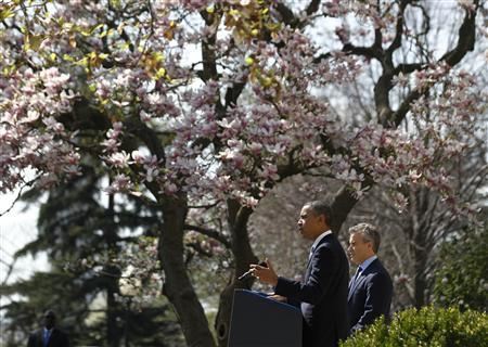 U.S. President Barack Obama delivers remarks on the budget alongside acting Director of Office of Management and Budget Jeff Zients, in the Rose Garden of the White Hose in Washington, April 10, 2013. REUTERS/Jason Reed