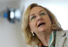 La ministre autrichienne des Finances Maria Fekter. L'Autriche a répondu aux critiques sur son secret bancaire en invitant jeudi le Royaume-Uni et les Etats-Unis à réprimer les paradis fiscaux et le blanchiment d'argent sur leurs propres territoires. /Photo prise le 24 janvier 2013/REUTERS/Heinz-Peter Bader