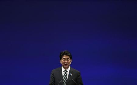 Japan's Prime Minister Shinzo Abe delivers a speech during the ruling Liberal Democratic Party (LDP) annual convention in Tokyo March 17, 2013. REUTERS/Toru Hanai