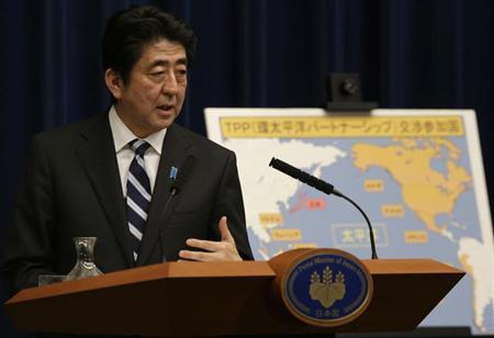 4月12日、環太平洋連携協定(TPP)交渉参加に向けた日米の事前交渉が決着したことについて、米政府内から歓迎の声が上がる一方、自動車業界からは反対の声が相次いだ。写真は安倍首相。3月、都内で撮影(2013年 ロイター/Toru Hanai)
