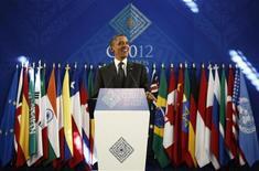 Barack Obama lors de la réunion du G20 de juin 2012. Les responsables financiers des pays du G20 étudieront la semaine prochaine à Washington une proposition visant à ramener à terme leur dette bien en-dessous de 90% du produit intérieur brut (PIB), montre un document préparé en vue de la réunion. /Photo prise le 19 juin 2012/REUTERS/Jason Reed