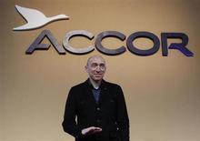 Denis Hennequin, PDG d'Accor. Le titre du groupe hôtelier accuse la plus forte baisse du CAC 40 et du SBF 120 lundi à la mi-séance (-4,47%, dans un marché parisien en recul de 0,9%), Crédit suisse ayant abaissé son conseil de surperformance à sous-performance. /Photo d'archives/REUTERS/Jacky Naegelen