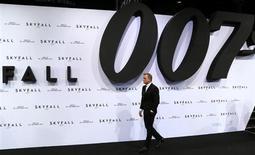 Cast member Daniel Craig arrives for the German premiere for the film 'Skyfall' in Berlin October 30, 2012. The new James Bond 007 movie opens in German cinemas on November 1. REUTERS/Tobias Schwarz