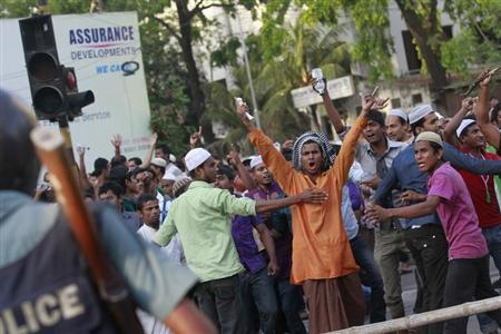 Activists of Hefajat-e-Islam, a radical Islamist party, shout slogans in front of the police as they try to attack attendees of a Shahbagh demonstration, after their grand rally in Dhaka April 6, 2013. REUTERS/Andrew Biraj