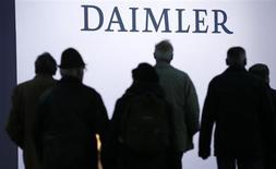 Shareholders arrive for the Daimler annual shareholder meeting in Berlin April 10, 2013. REUTERS/Fabrizio Bensch