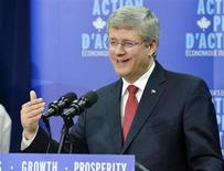 Canada's Prime Minister Stephen Harper announces funding for a second phase of cleanup for Lake Winnipeg in Gimli, Manitoba August 2, 2012. REUTERS/Fred Greenslade