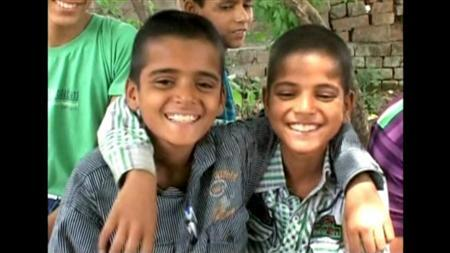 4月16日、インド北部ウッタルプラデシュ州にある人口わずか600人の小さな村。ここは、双子が生まれる確率が極めて高い「双子の村」だ。写真は映像から(2013年 ロイター/ロイターTV)