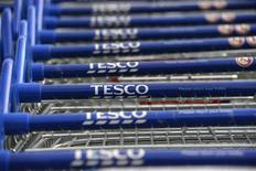 "Tesco, numéro un de la distribution britannique, confirme qu'il va abandonner ses activités ""Fresh and Easy"" aux Etats-Unis, déficitaires. /Photo d'archives/REUTERS/Paul Hackett"
