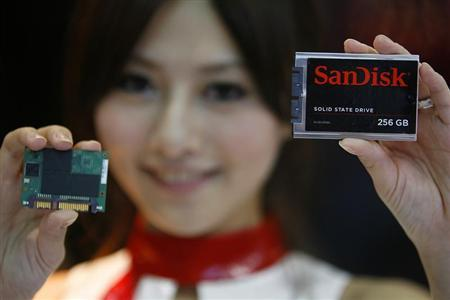 A model poses with the new SanDisk pSSD modular solid state drive storage (L) and the third generation solid state drive used in notebook computers during the 2009 Computex exhibition in Taipei June 2, 2009. REUTERS/Nicky Loh