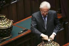 Premiê italiano Mario Monti vota durante eleição presidencial na Câmara dos Deputados do Parlamento, em Roma. 18/04/2013 REUTERS/Tony Gentile