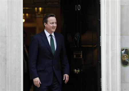 Britain's Prime Minister David Cameron waits to greet his Israeli counterpart Binyamin Netanyahu at Number 10 Downing Street in London April 17, 2013. REUTERS/Olivia Harris
